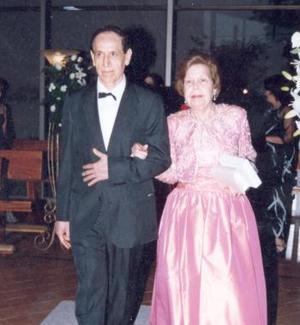 Rodrigo Ricón y Margarita Fernández de Rincón, en pasado acontecimiuento de boda.
