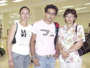 <u><b> 28 de Junio </u> </b><p>  Guillermo Acosta voló a Cancún y fue despedido por Altagracia y Didiana Acosta.