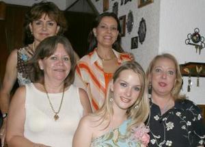 Karla Villarreal en compañía de Marissa de Garza, MArgarita de Chiffer, Chenis de Salazar y LAura de Jayme, en su despedida de soltera..jpg