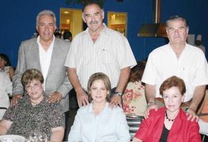 José Luis Meza y Tais de Meza, Guillermo Rocha y Gabriela de Rocha, Ignacio López y Noelie B. de López.