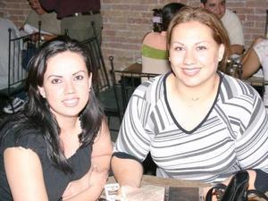 Elizabeth Sifuentes Barker y Alma C. de Soto.