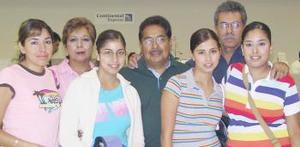 <u><b> 30 de Junio </u> </b><p>  María José Hernández y Mireya Vázquez viajaron a Madrid,  las despidieron., María Fernanada, Sergio, Jesús, Mónica y Juani.