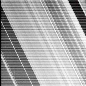 Entonces, Huygens comenzará a analizar la composición del suelo y enviará datos sobre sustancias químicas que los científicos creen que podrían ser las mismas que había en la Tierra cuando emergió la vida.  En cierto sentido, Cassini y Huygens son como máquinas del tiempo que nos llevan a examinar un mundo que nunca habíamos visto antes, un mundo que se puede parecer al nuestro de hace cuatro mil 500 millones de años, dijo Jean-Pierre Lebreton, director de la misión y científico de la Agencia Espacial Europea.