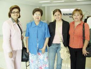 Magdalena Reyes y Ximena Herera viajaron al DF, las despidieron Rita y Julia Reyes.