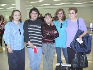 <u><i>01 de julio</i></u><p>  Flor de Liz y María José viajaron al DF,  las despidieron Flor de Liz Góngora, María del Carmen y Cony Góngora.