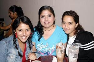 Conie Fuentes, Marisol Reyes y Érika Fuentes.