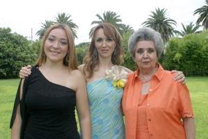 Daniela Isabel Allegre del Cueto junto a Ana Paula Madero Allegre y Guadalupe del Cueto de Allegre