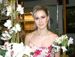 Laura Garnier Monroy fue despedida de su soltería, con motivo de su próxima boda