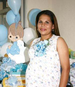<u><i>01 de julio </u></i><p>   Rosa Elena Aguilar Ríos recibió obsequios varios, en la fiesta de canastilla que le ofrecieron al bebé que espera.