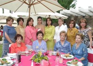 Mariana Sánchez Martínes fue felicitada ampliamente por sus familiares y amistades, en la despedida de soltera que le ofrecieron en días pasados con motivo de su próxima boda