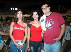 Graciela Alarcón, Sujey Alarcón e Israel López.