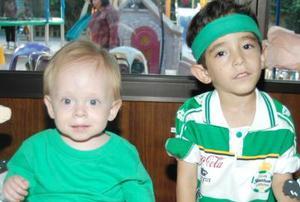 Johan Fernando y José Mariano Cobián Ramírez cumplieron cinco y cuatro años de vida, respectivamente y lo festejaron con un divertido convivio en compañía de sus papás y amiguitos.