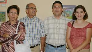 Esther Fernández de García, Joaquín García, Benjamín Castillo y Carmen soto, captaods en reciente acto social.