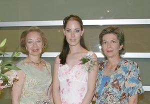 <u><i>03 de julio </u></i><p>  La festejada en compañía de Ana Cecilia Valencia de Gallegos y Luty Villarreal de Garibay.