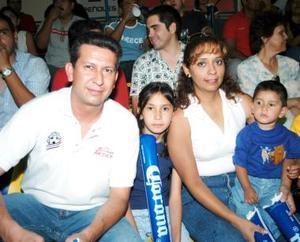 Ing. Arturo González, C.P. Mary castañeda, Waldo y Dulce.