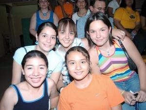 Marvhis Mendoza, Corina Gutiérrez, Sara Correa, daniela Ramos y Daniela Contréras.