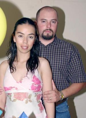 Antonio Leyva  junto a su esposa Fátima Jara de Leyva, en el convivio que le organizó por su cumpleaños.