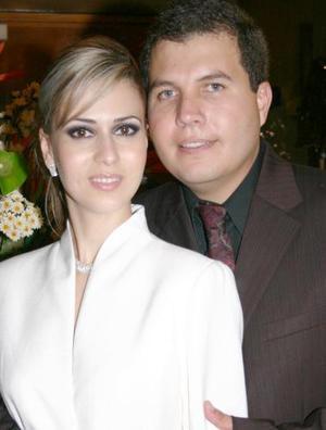 <u><i> 04 de julio </u></i><p>    Sr. Víctor Hugo Olmos Castro y Srita. Laura Garnier Monroy contrajeron matrimonio civil el sábado 26 de junio.