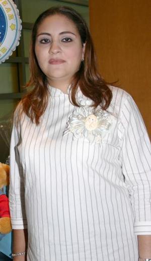 Alejandra Castellanos de Reyes fue festejada con un agradable convivio, por el próximo nacimiento de su bebé.