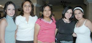Dany González, boreli Cardoza, Natalia Hernández, Irma Núñez y Adriana Cháuirez, captadas en reciente acontecimiento social.
