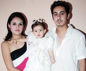 Ernesto Hernández y Guadalupe Alvarado festejaron a su pequeña Alexa Samantha Hernández Alvarado, con un divertido convivio por su primer año de vida.