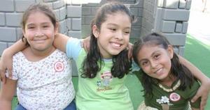Lupita León Álvarez acompañada de sus amiguitas, en su fiesta de cumpleaños celebrada en días pasados.