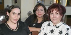 <i><u> 04 de julio</i></u><p>  Rosario de Ramos, Rosario de la Garza y María Elena Miranda.