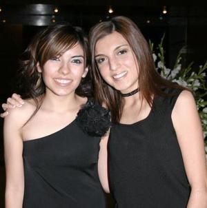 Leslie Nevárez y Lorena González, captadas en pasado festejo social.