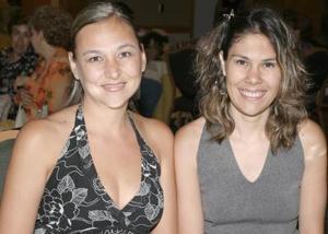 Pia de Arriaga y Liliana de Gónzalez.
