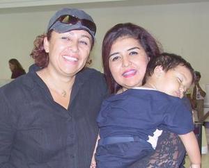 Gaby López y Emiliano Barbosa viajaron a Cancún, los despidió Rocío López.