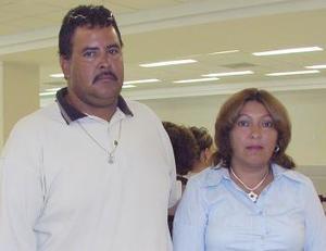 Jorge Hum berto y Patricia Sánchez volaron con destino a Tijuana.