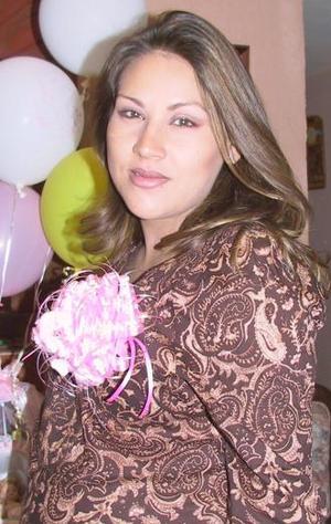 María del Pilar Espino de Narváez disfrutó de una fiesta de regalos, por el cercano nacimiento de su bebé.