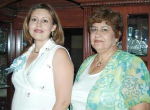 <u><i> 07 de julio </u></i><p>    Norma Kwawikc en compañía de la organizadora de su fiesta de canastilla, Coco de González.