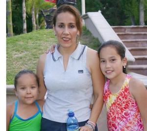 María Natalia Lomas Verdeja, Rosy Verdeja de Lomas y Ana Elisa Herrera Verdaja