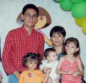 Paula Alejandra Gómez Palomo cumplió dos años de vida y los festejo en compañía de sus papás, Armando Gómez y Patricia Palomo y de sus hermanitos.