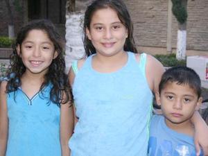 Adriana Silvia Segovia, Roxy Segovia y Javier Silva Segovia.