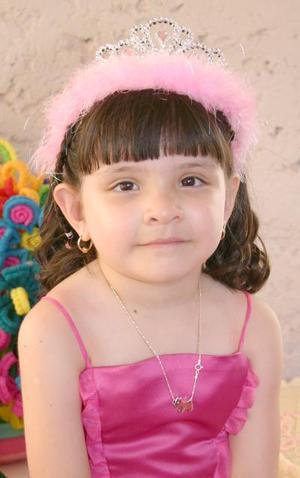 La pequeña Ana Luisa Hernández Valero festejó su quinto cumpleaños de vida, con un divertido  convivio infantil.