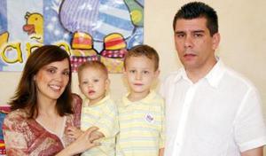 <i><u> 07 de julio </i></u><p>  Rodrigo González García Blanco, el día  que lo festejaron por su primer cumpleaños sus papás, Ricardo y Daniela y su hermanito Richie.