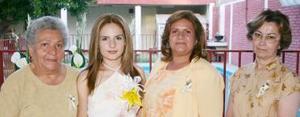 Ana Lizeth Covarrubias difrutó de una agradable despedida  de soltera, que le ofreieron en días pasados sus familiares.