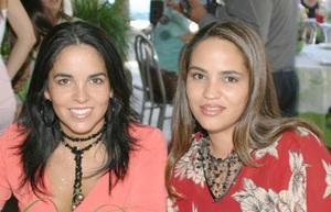 Brenda de Díaz de León y Esther de González.