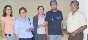 <u><i>05 de julio</i></u><p>  Blanca Estela Ceniceros y Monserrat Casillas volaron a Tijuana, las despidieron Concepción Ceniceros, Víctor y Jorge Rivera.