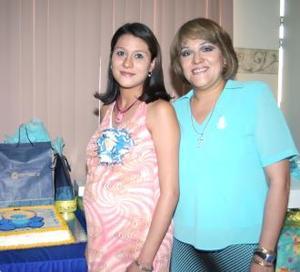 <u><i> 08 de julio </u></i><p>    Brenda Cortez de González junto a su mamá Conchita de cortez, en la fiesta de canastilla que le ofreció en honor del bebé que espera.