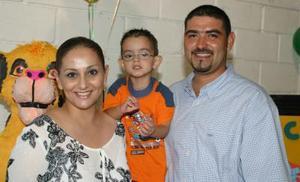 César A.  Vélez Ramírez festejó su tercer cumpleaños, con un divertido convivio organizado por sus papás, César Vélez Aguilar y Mayela Ramírez de Vélez.