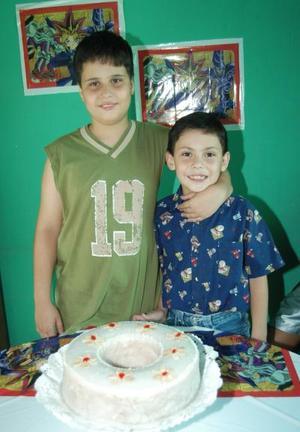 <i><u> 08 de julio </i></u><p>   Jonathan Rene y juan Manuel Blásquez Livas festejaron doce y ocho años de vida, respectivamente, con una agradable fiesta.