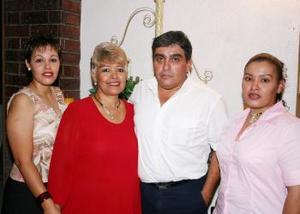 <i><u> 08 de julio</i></u><p>  Cuquis Muñoz de Cázares celebró su cumpleaños, con una amena reunión organizada por Gabriela y Marlene Cázares Muñoz y Vicente Cázares Macías.
