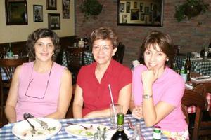 Lupita Elizalde, Toni Llorens y Selina de Viesca.