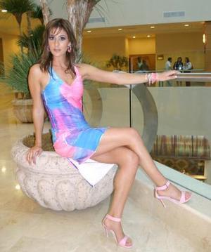 """<u>Nombre: Daniela Quintanilla Becerra </u> <p> -Edad: 22 años. <p>  -Estatura: 1.72 metros.  <p> -Ciudad de origen: Saltillo, Coah.  <p> -Estudios: va en noveno semestre de la carrera de Administración de Empresas, en el Tecnológico de Monterrey.  <p> -Decidió entrar: """"Porque me siento una persona capaz, preparada para demostrar tanto la belleza física como la belleza interna"""".  <p> -Admira: """"A todas las mujeres que tratan de salir adelante porque estamos en una época en el mundo en donde estamos sobresaliendo, pero especialmente a mi mamá"""".  <p> -Artista favorito: Juan Gabriel.  <p>"""