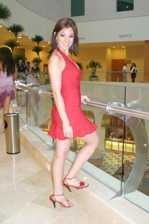 """<u>Nombre: Yadira Nájera. </u><p>  -Edad: 22 años. <p>  -Estatura: 1.73 metros. <p>  -Ciudad de origen: Torreón, Coah.  <p> -Estudios: va en octavo semestre de la carrera de Comercio Internacional en el Tec de Monterrey.  <p> -Decidió entrar: """"Porque para mí representa un reto demostrar que la mujer no solamente puede ser una cara bonita sino que también tiene otras cualidades fuera de su cuerpo y su cara"""".  <p> -Admira: """"A mis papás porque son personas que luchan por lo que quieren y nunca se dan por vencidos"""".  <p> -Artista favorito: Pablo Montero."""