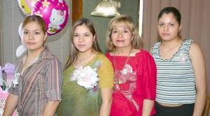 <u><i> 09 de julio </u></i><p>   Yazmín Quiñones Aguilera, en compañía de las organizadoras de su fiesta de canastilla.