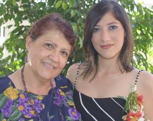 Julia Karina Mejía Calderón, con su mamá Julia Calderón de Mejía.